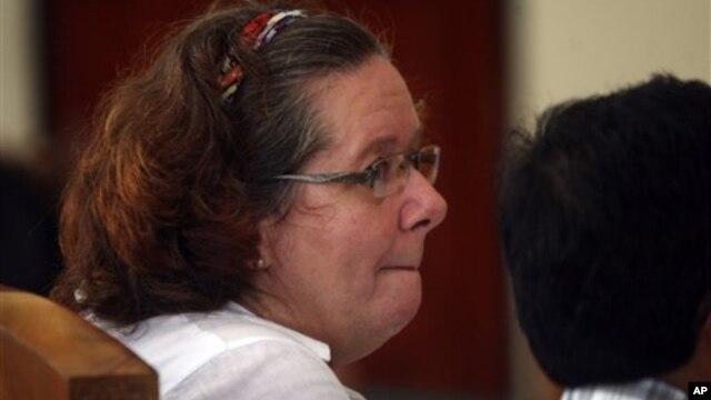 Warga Inggris Lindsay June Sandiford dalam salah satu sidang di Pengadilan Negeri Denpasar untuk kasus penyelundupan narkoba. (AP/Firdia Lisnawati)