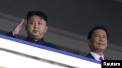 北韓現任領導人金正恩(左)(資料圖片)