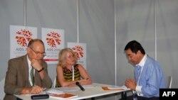 帕特森和费丽.杨接受美国之音采访
