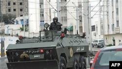 Oklopna vozila na ulicama Etadamuna, zapadno od Tunisa