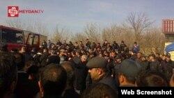 Ağcabədi rayon Hindarx kəndində etiraz aksiyası (Foto meydan.tv saytınındır)