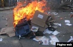 Material electoral para la elección de delegados de la Asamblea Constituyente convocada por el presidente Nicolás Maduro fue destruido por opositores encapuchados. Julio 28 de 2017. Foto: elnacional.com