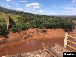 Barragem de Brumadinho após o desmoronamento