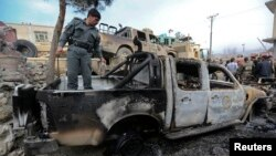 Chiếc xe bị hư hại trong vụ tấn công tự sát trong quận Sroubi, hướng đông thủ đô Kabul, Afghanistan, 21/2/14
