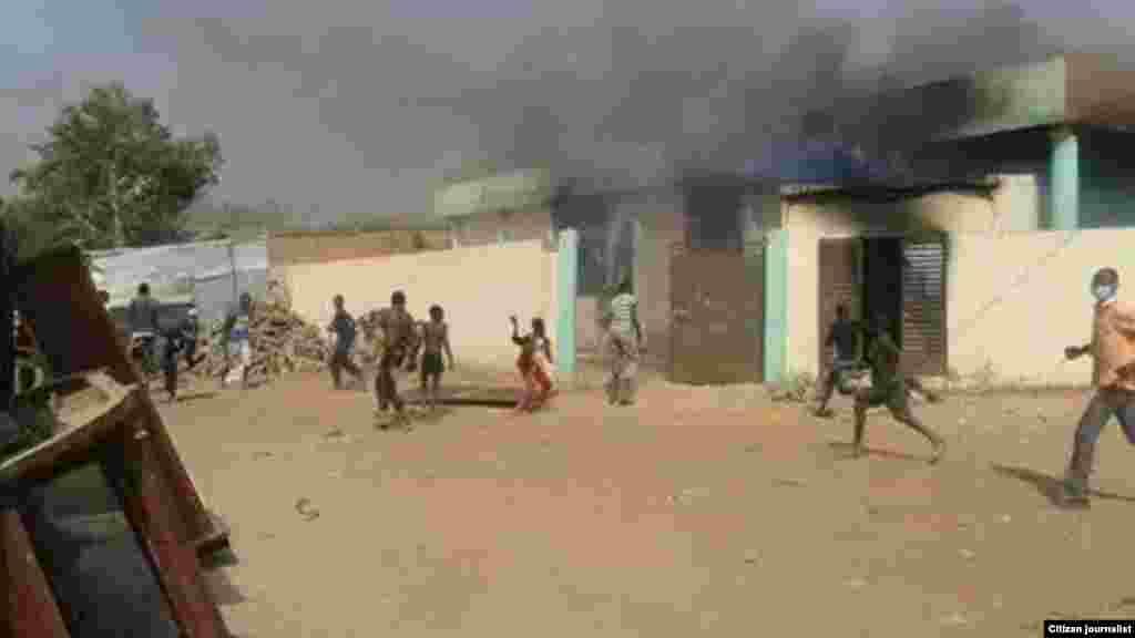 Masu zanga-zanga a Niamey, Nijer, Janairu 18, 2015.