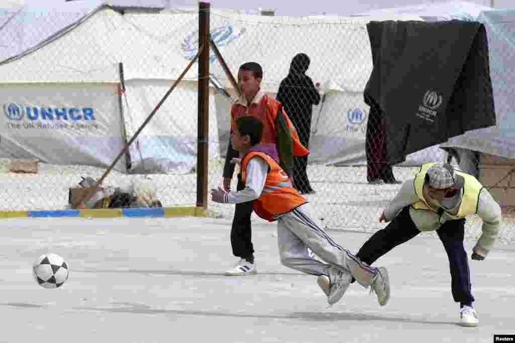 Mali Sirijci, izbjeglice u kampu al Zaatri u jordanskom gradu Mafrag. (Reuters)