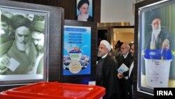 بازدید حسن روحانی رئیس جمهوری ایران از ستاد انتخابات وزارت کشور - ۳۰ آذر ۱۳۹۴