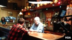 Ron Cohen (right) and fellow actor Mike Spence (left) record one of Shakespeare's sonnets in a New York bar. (Ashley Milne-Tyte for VOA)