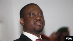 Perdana Menteri Pantai Gading dari kubu Ouattara, Guillaume Soro, memberi penjelasan kepada media di Hotel Golf, di ibukota Abidjan, Rabu (2/2).