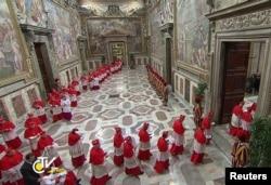 3月12日枢机主教进入西斯汀教堂去选举