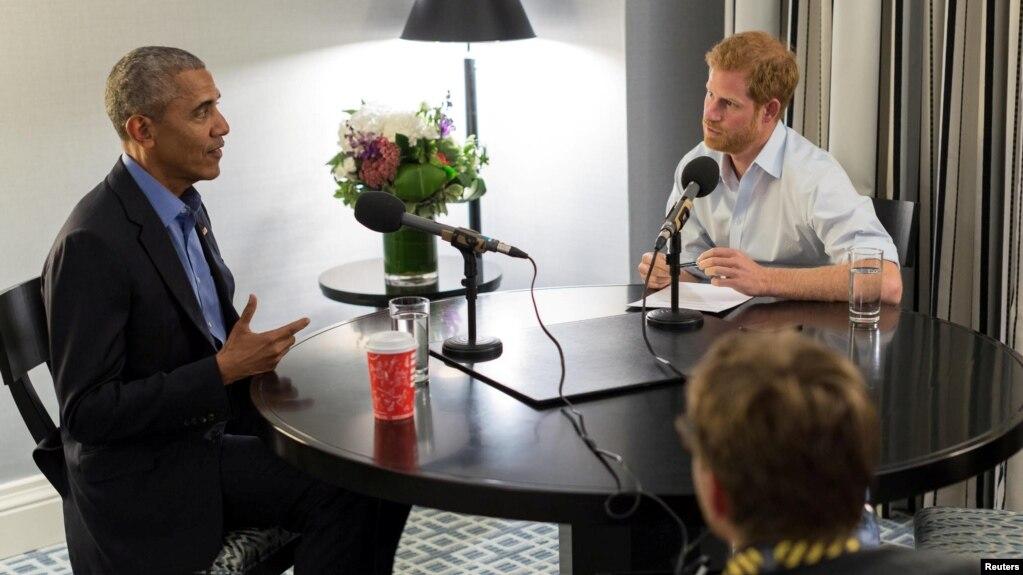 El príncipe Harry entrevista al expresidente Barack Obama en Toronto, en septiembre, durante los Juegos Invictus.