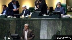 تصویری از محمود صادقی و علی مطهری، نمایندگان مجلس که صلاحیتشان برای انتخابات پیش رو رد شده است.