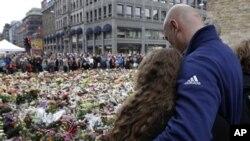 노르웨이 폭탄 사건 희생자들을 추모하는 가족들