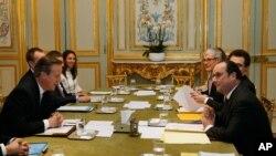 David Cameron et Francois Hollande,Paris, le 15 février 2016.
