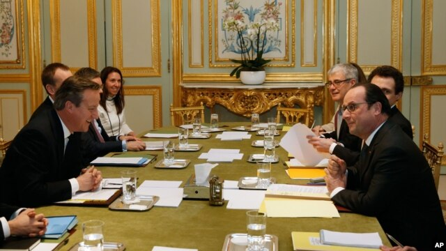 British Prime Minister David Cameron, left, meets French President Francois Hollande at the Elysee Palace in Paris, Feb. 15, 2016.