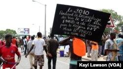 Des manifestants à Lomé, Togo, le 29 novembre 2018. (VOA/Kayi Lawson)