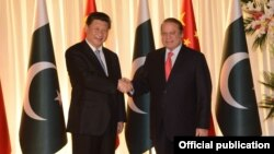 Prime Minister Muhammad Nawaz Sharif receiving Chinese President Xi Jinping at Prime Minister's Office, Islamabad April 20, 2015