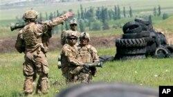 Arhiva - NATO snage na vojnoj vežbi.