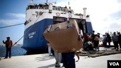 Algunos inmigrantes acusaron a los soldados libios de obligarles a huir en las embarcaciones.