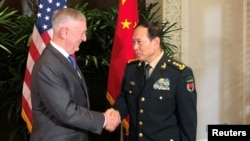 美防长马蒂斯与中国国防部长魏凤和在新加坡举行会晤。 (2018年10月18日)