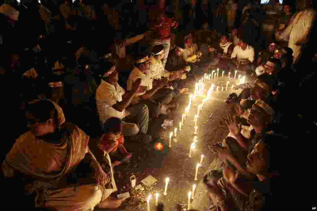 Protest demand the immediate execution of Islamist opposition leader Abdul Quader Mollah in Dhaka, Dec. 11, 2013.