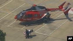 Helikopter medis yang membawa para korban penikaman di sebuah kampus di Texas, Selasa (9/4). (AP/KTRK)