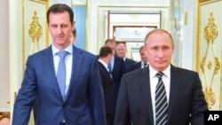 Shugaban Syria Bashir al-Assad ( a hagu) da Shugaban Rasha Putin (a dama) yayinda shugaban Syrian ya kai ziyara Moscow