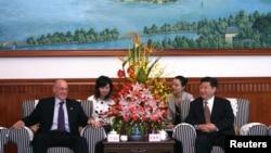 美国前财政部部长保尔森与中国国家主席习近平(资料照片)