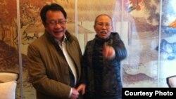 Bà Lưu Hà và luật sư Mạc Thiếu Bình.