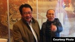 Seniman China Liu Xia (kanan) dan pengacaranya, Mo Shaoping (Foto: dok).