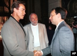 Арнольд Шварценеггер, Эндрю Вайна и Виктор Орбан в Будапеште, 2000 год