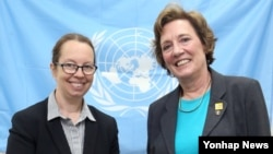 27일 서울 유엔인권사무소를 방문한 수전 숄티 북한자유연합대표(오른쪽)가 시나 폴슨 소장과 만났다.