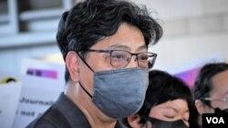 香港记者协会主席杨健兴表示,警方拘捕蔡玉玲是错误的决定,律政司正式检控, 是一错再错,法院裁定她罪名成立,是错上加错,形容是传媒黑暗的一日 (美国之音/汤惠芸)