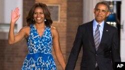 ປະທານາທິບໍດີສະຫະລັດ ທ່ານບາຣັກ ໂອບາມາ ແລະສະຕີໝາຍເລກນຶ່ງ ທ່ານນາງ Michelle Obama