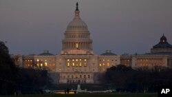 Los senadores estuvieron sesionando casi hasta el amanecer de este sábado en el Capitolio para aprobar el proyecto de presupuesto.