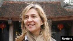 A pesar de que los fiscales no han involucrado a la Infanta Cristina de Borbón en los escándalo de corrupción de su esposo, el juez del caso decidió llamarla a declarar.