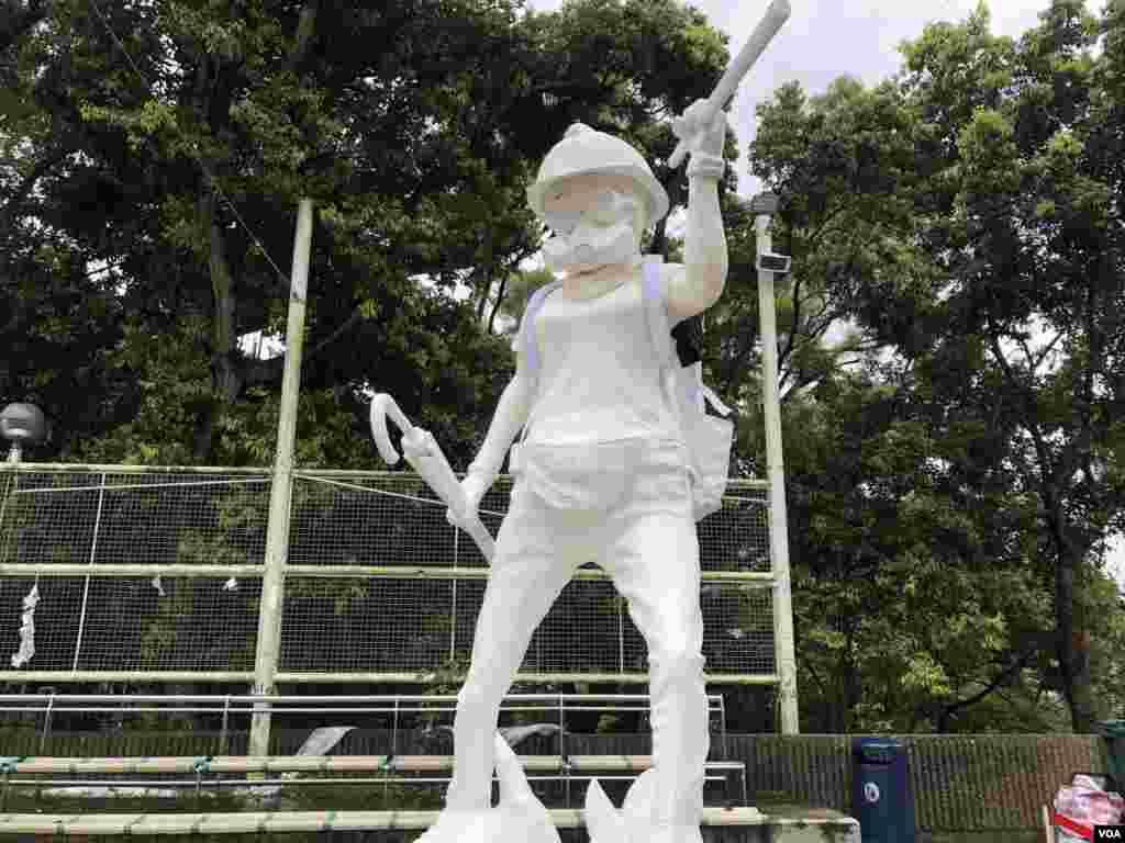 抗议者在香港中文大学竖立的香港民主女神像。这座塑像在8月31日亮相。 (2019年9月2日)