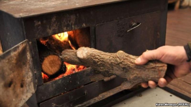 Азаров вимагає тепла «не на папері», а Міненерго прагне заощадити