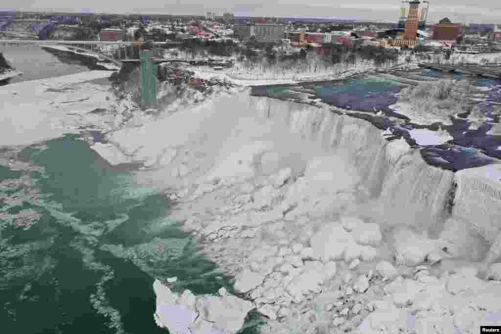 نیاگرا کا شمار دنیا کی سب سے بڑی اور خوبصورت ترین آبشاروں میں ہوتا ہے۔