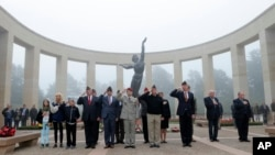 72-ая годовщина высадки союзников в Нормандии. Американское кладбище Кольвиль-сюр-Мер. Франция. 6 июня 2016 г.