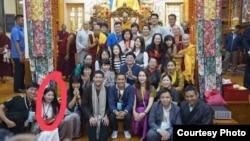 在達蘭薩拉大鬧照片展的美籍華裔女子曾拜會過達賴喇嘛(美國之音藏語組)