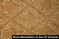 Almofada em tecido de luxo, usada no Reino do Congo