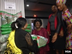 Amakhosikazi ezinduna athola inhlanyelo yenyawuthi leyembhida. (Photo: Annastacia Ndlovu)