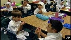 Các học sinh tại một trường Hồi giáo ở Dearborn, Michigan.