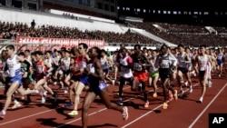 지난 4월 제26차 평양 마라톤 대회에 출전한 선수들.