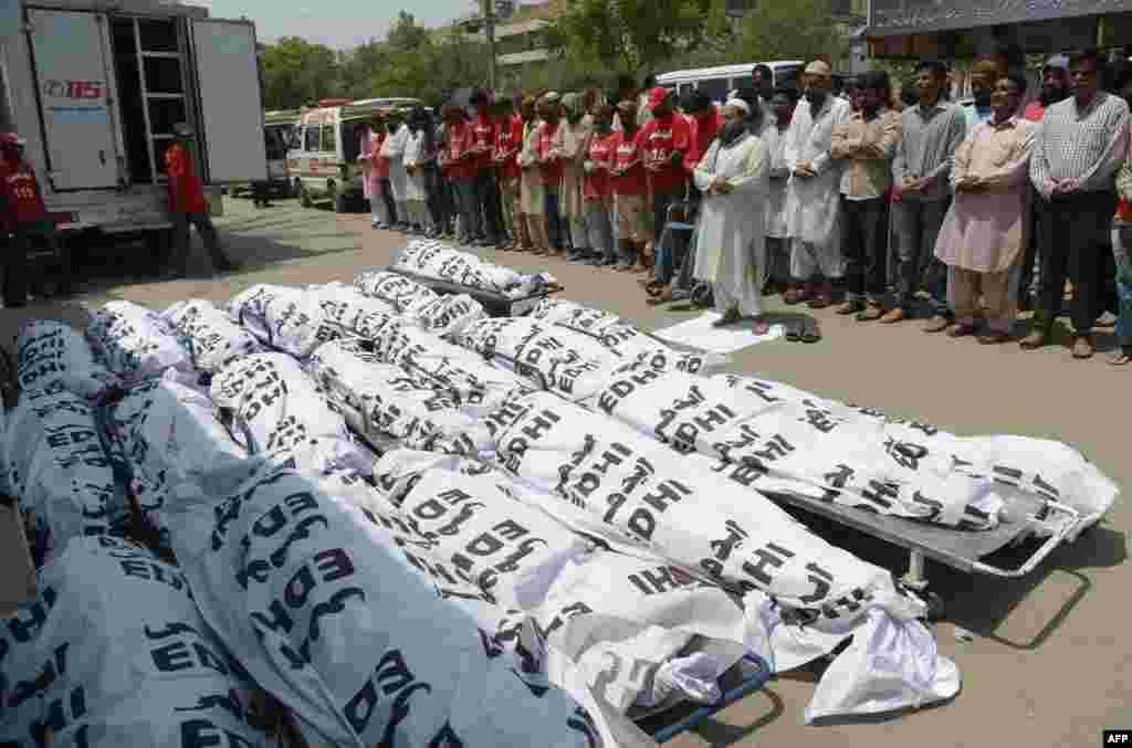 Pakistani Edhi charity volunteers offer funeral prayers for unclaimed heatwave victims in Karachi.  More than 1,000 people have died as a result of days of scorching temperatures in southern Pakistan, with the sprawling metropolis Karachi the worst affected.