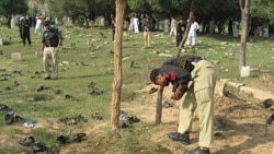 در حمله بمب انداز انتحاری در پاکستان ۲۵ تن کشته شدند