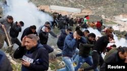 Des manifestants palestiniens dans le village de Beita, en Cisjordanie, le 15 fevrier 2018