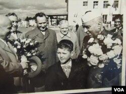 俄罗斯同印度拥有传统友好关系。前苏联领导人赫鲁晓夫与尼赫鲁(美国之音白桦拍摄)