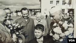 俄罗斯同印度拥有传统友好关系。前苏联领导人赫鲁晓夫与尼赫鲁(资料照片)